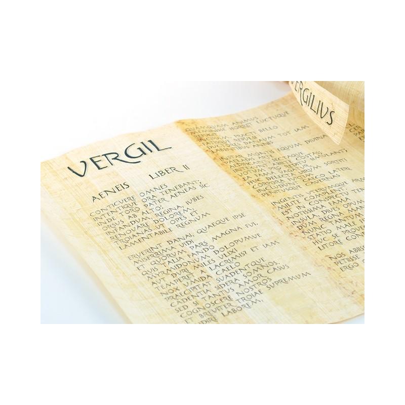 """Rollo de papiro en latín """"La Eneida"""" de Virgilio"""